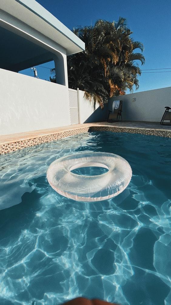 Družinski bazeni so vedno bolj priljubljeni, saj združujejo ljudi.
